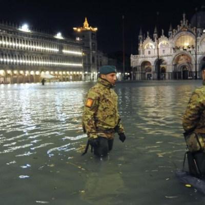 La eterna obra que debería proteger Venecia del 'agua alta'
