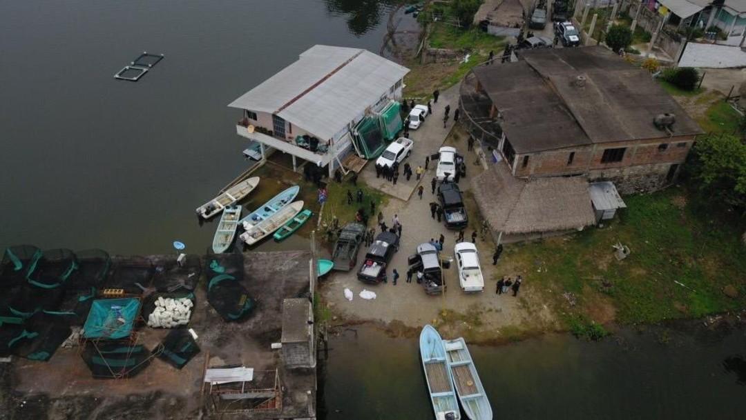 Localizan 2 cuerpos en fosa y aseguran arsenal en Oaxaca