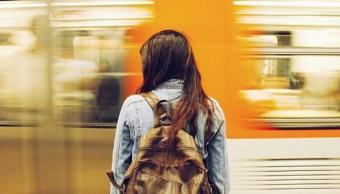 Imagen: La encuesta también reveló que entre los factores que pueden complicar el desarrollo social, político y económico de las mujeres se incluye la edad, la afrodescendencia o el color de piel