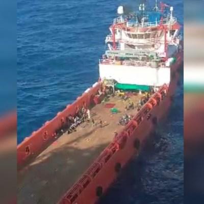 Barco mercante rescata a 200 migrantes en el Mediterráneo