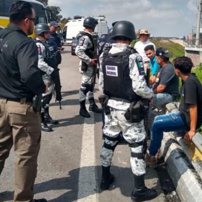Rescatan a 387 migrantes; hay 13 detenidos por tráfico ilegal