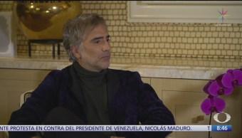 Foto: Paola Rojas entrevista Alejandro Fernández,