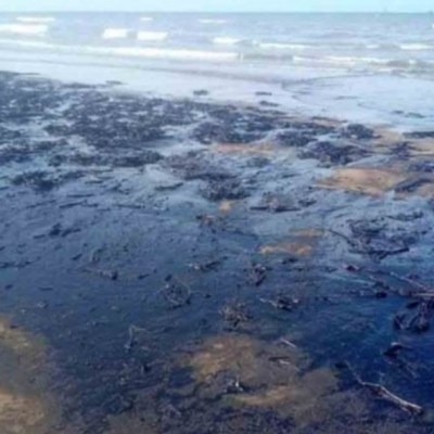 Playas de Tabasco se manchan de hidrocarburo; desconocen causas