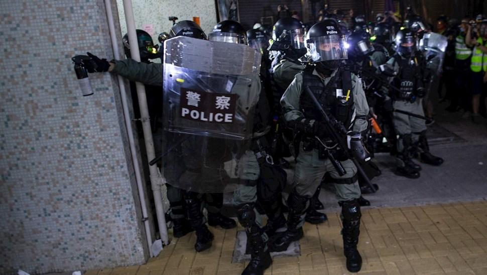 Foto: Policías anti-motines de Hong Kong, 9 noviembre 2019