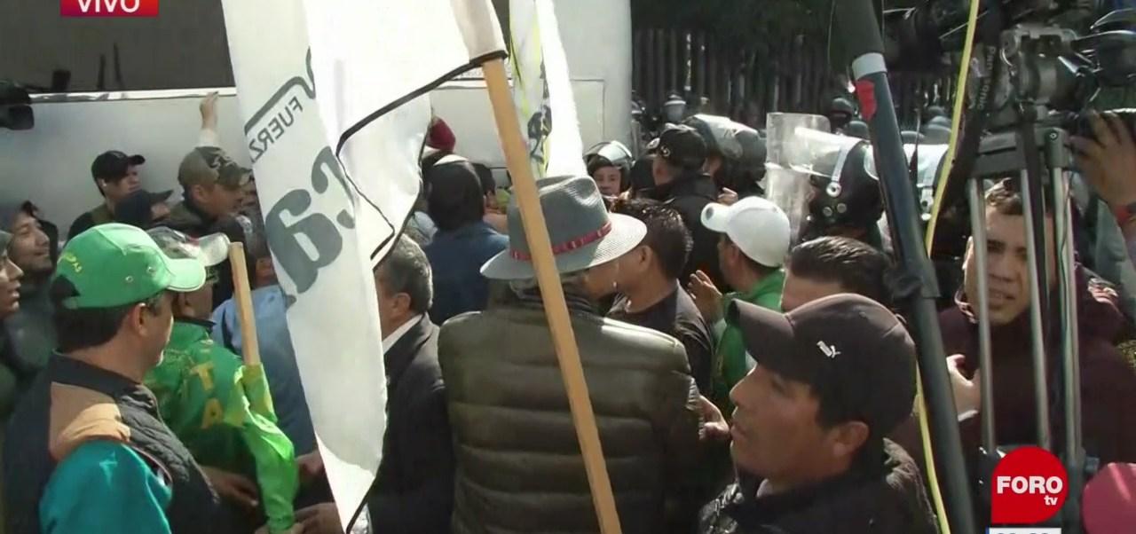 Policías capitalinos encapsulan a campesinos que pretenden marchar al Zócalo
