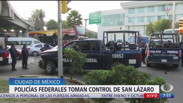 Policías colocan cinturón de seguridad en San Lázaro