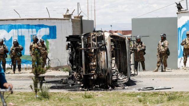Soldados custodian planta de combustible de Senkata en El Alto