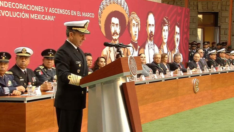 FOTO Rafael Ojeda participa en ceremonia de condecoraciones y ascensos del 20 de noviembre (YouTube)
