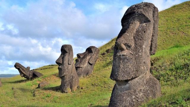 Foto: Estatuas típicas de Rapa Nui, o la Isla de Pascua, el 29 de noviembre de 2019 (Getty Images, archivo)