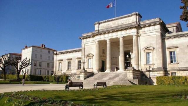 Imagen: Le Scouarnec ya fue condenado en 2005 por tenencia de imágenes de pornografía infantil, 18 de noviembre de 2019 (Twitter @le_Parisien)