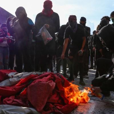 Fotos y videos: Anarquistas causan destrozos en Rectoría de la UNAM