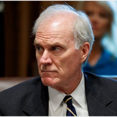 Dimite Richard Spencer como secretario de Marina de EE.UU.