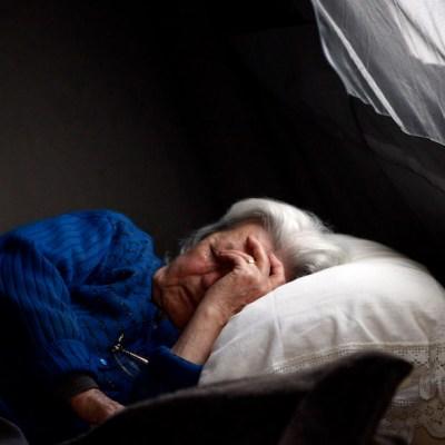 ¿Duermes con alguien que ronca mucho? Cuidado, tu salud podría verse afectada