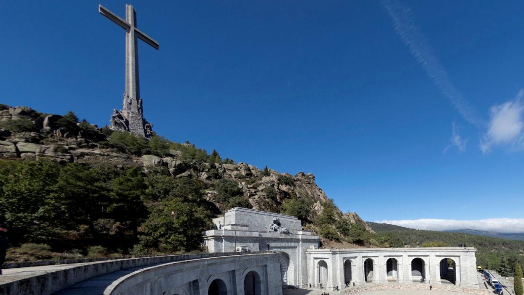 Imagen: El trabajo de estos especialistas se producirá después de que el dictador Francisco Franco, enterrado allí cuando murió, 13 de noviembre de 2019 (Reuters)
