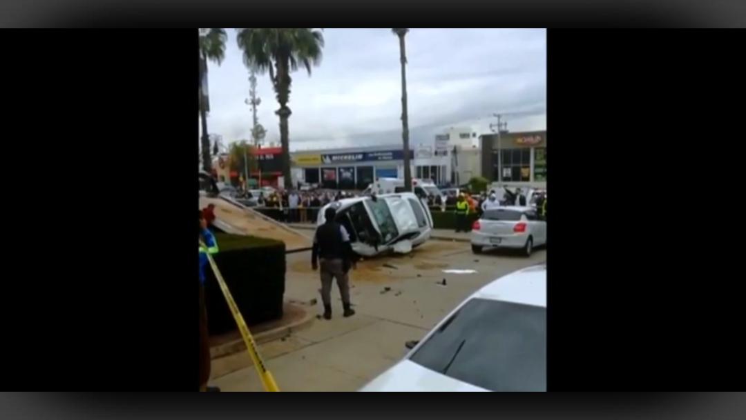 FOTO Se desmaya y choca auto deportivo, hay 2 heridos (Noticieros Televisa)