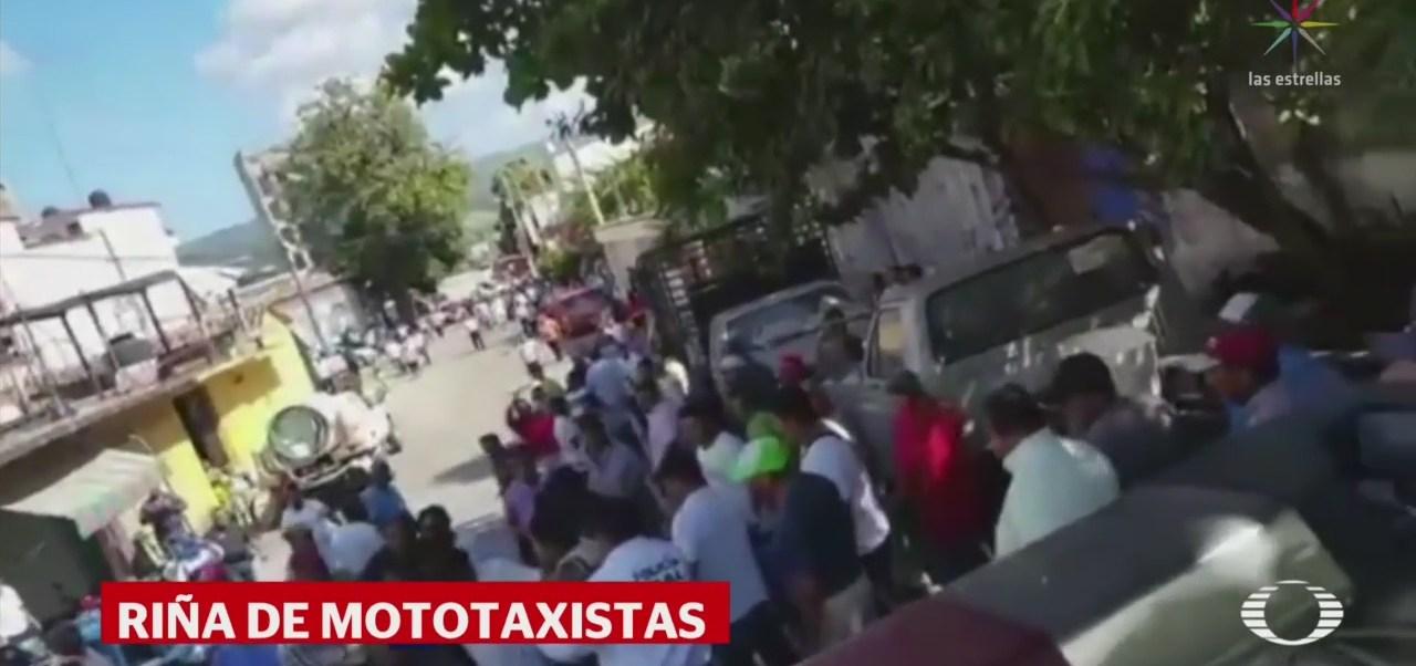 FOTO: Se registra enfrentamiento entre mototaxistas y taxistas en Pinotepa Nacional, 18 noviembre 2019