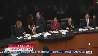 Foto: Senadores Regalan Pinocho Durazo Comparecencia 5 Noviembre 2019