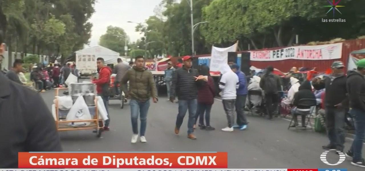 Siguen campamento de manifestantes en Cámara de Diputados