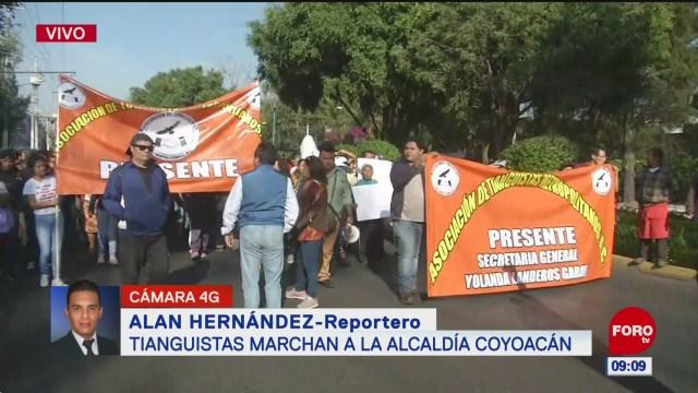 Tianguistas marchan hacia el centro de Coyoacán