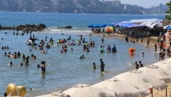Turistas en el puerto de Acapulco.