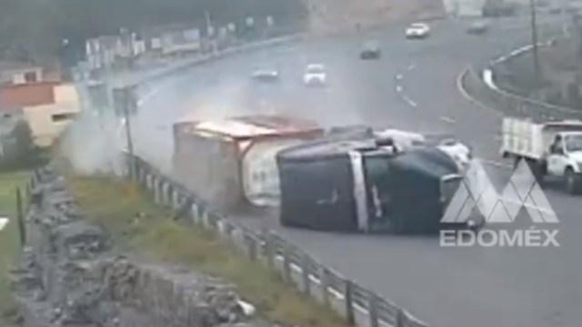 Foto: Volcadura de tráiler en autopista México-Toluca (Twitter @C5Edomex)