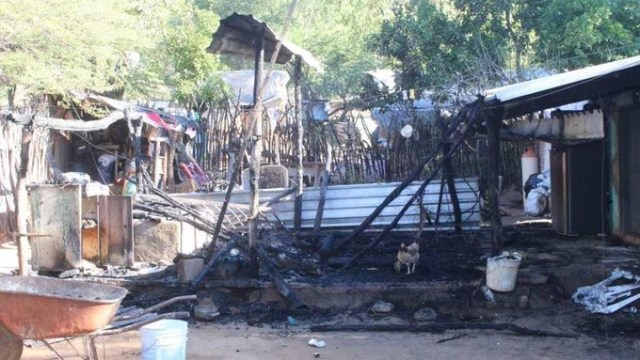 Foto: Hombres armados atacan a familia y prenden fuego su casa, 23 de noviembre de 2019, (Noticieros Televisa)
