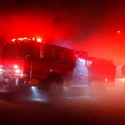 Padre y dos hijas mueren al incendiarse su departamento mientras dormían