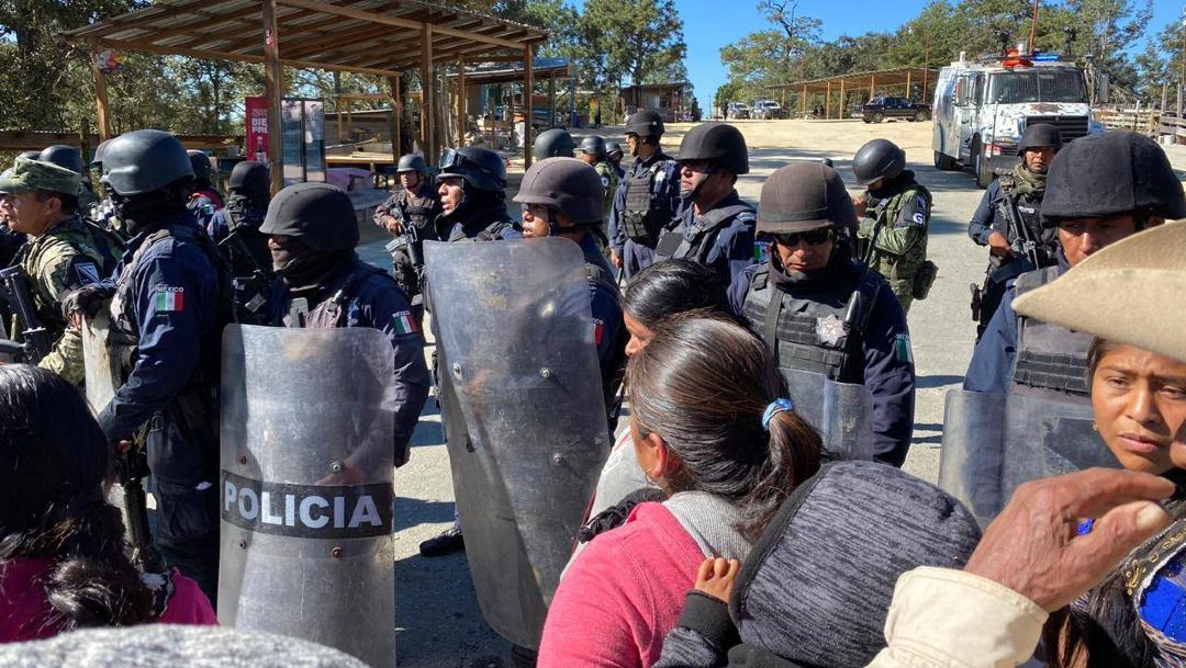 Foto: Retiran bloqueo de manifestantes de Yaitepec, 1 de diciembre de 2019, (Twitter @nathanoax)