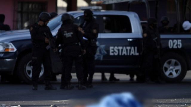 Foto: Elementos de la policía estatal resguardan la escena del crimen, 6 agosto 2012