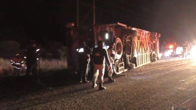 FOTO: Volcadura de autobús deja 1 muerto y 26 heridos en Durango, el 31 de diciembre de 2019