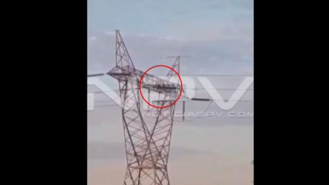 Foto: Hombre muere electrocutado y cae más de 30 metros, 18 de diciembre de 2019, (captura de video)