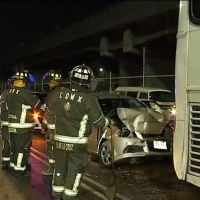 Rescatan a dos hombres prensados tras choque sobre Viaducto Río Piedad, CDMX