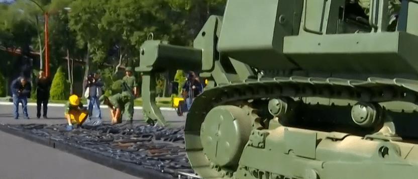 FOTO CDMX destruye cientos de armas con aplanadora, en instalaciones militares de Miguel Hidalgo (FOROtv)