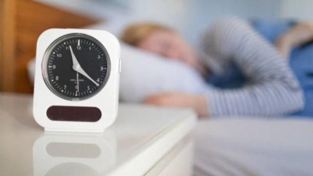 Dormir mucho el fin de semana compensa sueño entre semana