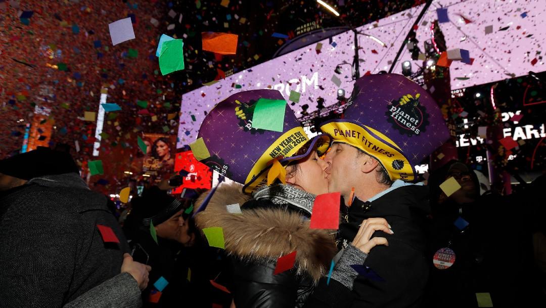 Millones de personas reciben el 2020 en Time Square, NY