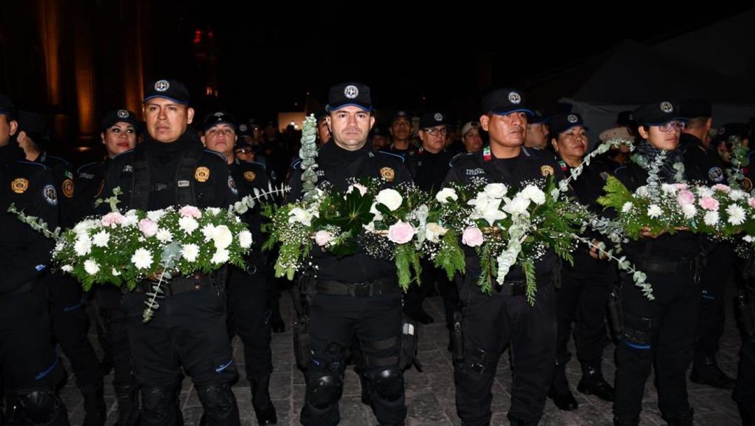 Foto: Fuerza Civil en Nuevo León ofrece rosa de plata a la Virgen de Guadalupe, 4 de diciembre de 2019 (Twitter @SSPNuevoLeon)