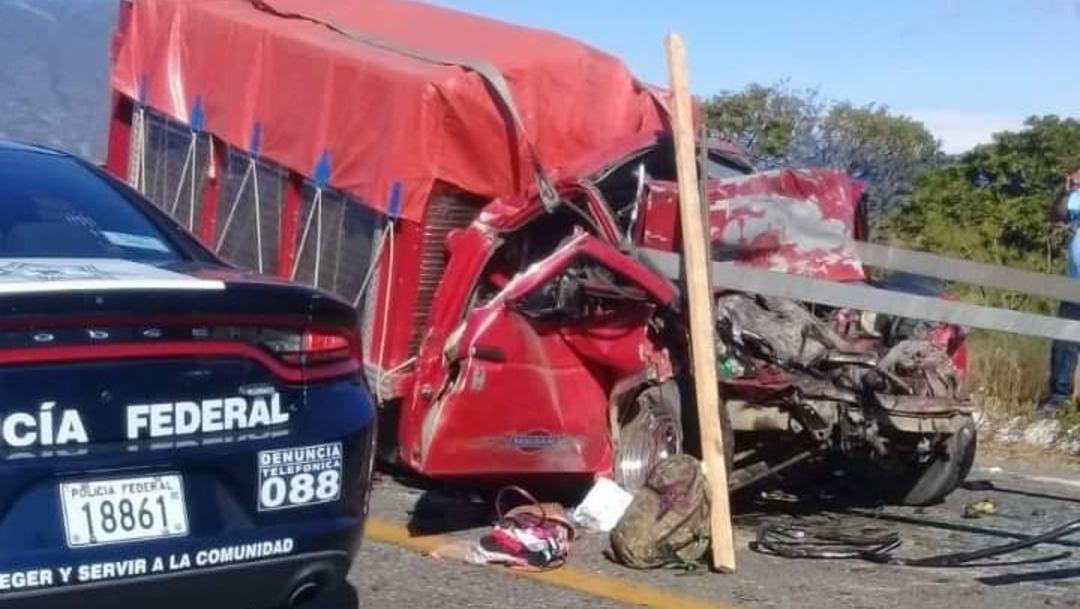 Foto: Mueren dos peregrinos por accidente carretero, en Oaxaca, 11 de diciembre de 2019, (Twitter @NotaRojaOaxaca)