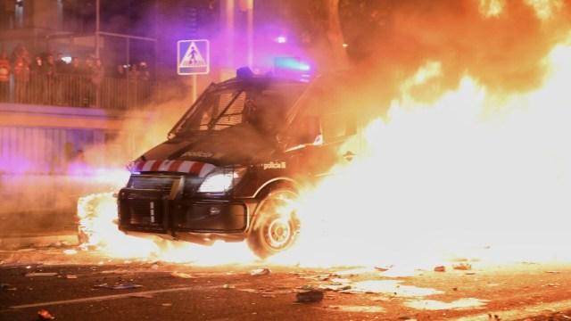 Al menos 46 heridos en los disturbios junto al Camp Nou durante el clásico español, 18 de diciembre de 2019, (Twitter @FuerzasDelOrden)