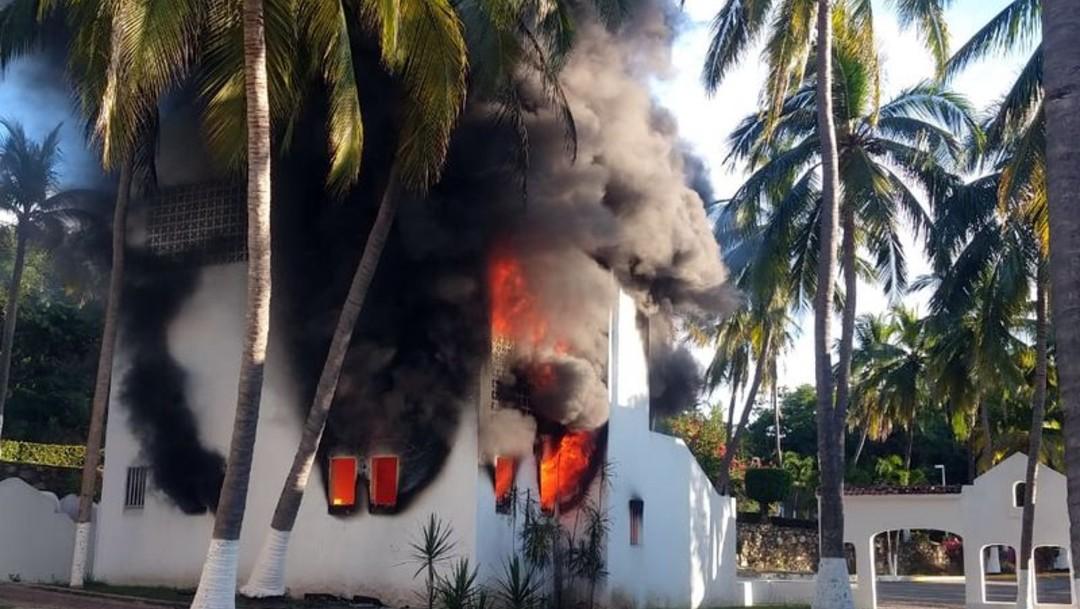 Foto Se incendia hotel en Manzanillo, Colima; no hay heridos, 22 de diciembre de 2019 (Twitter @ContextoColima)