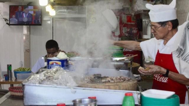 En México hay más taquerías que escuelas, revela estudio