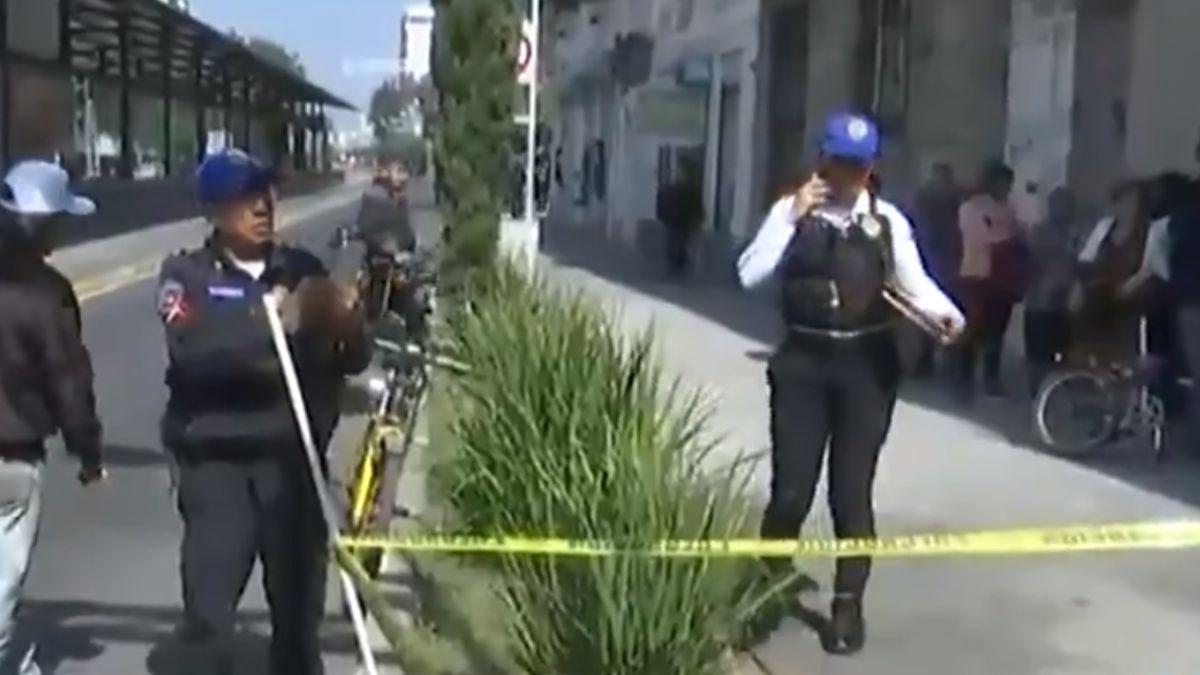 Foto: Policías de la Ciudad de México acordonaron la zona donde murió una mujer. FOROtv