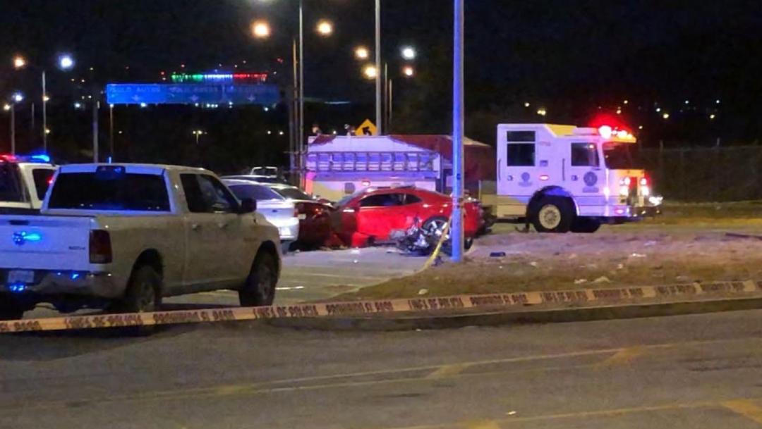 Foto: El accidente ocurrió cuando uno de los conductores perdió el control impactándose contra varios vehículos estacionados, 28 diciembre 2019