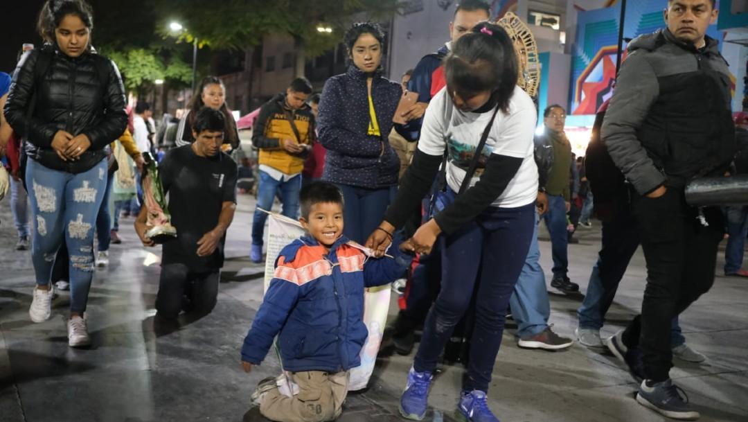 Peregrinos dan gracias a la Virgen en Basílica de Guadalupe