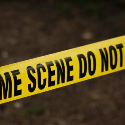 Un hombre apuñala a su pareja hasta matarla frente a sus hijos en Navidad