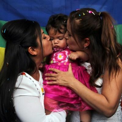 Parejas del mismo sexo tienen derecho a formar una familia, determina SCJN