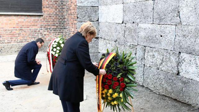 Angela Merkel visita Auschwitz