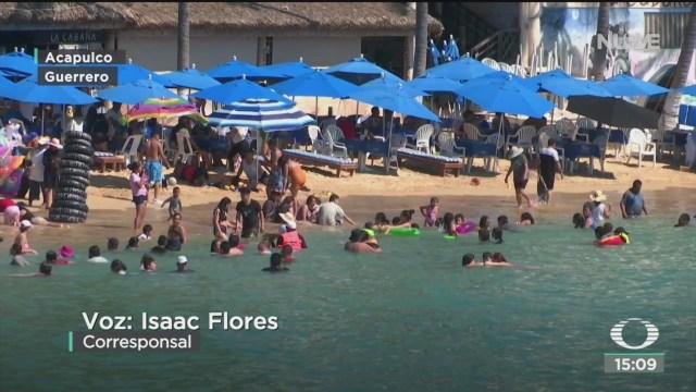 miles de turistas disfrutan de las playas de acapulco