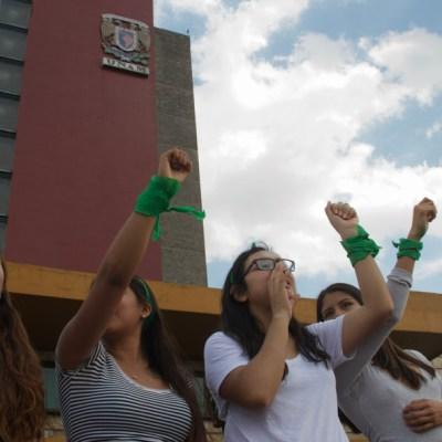 Foto: Estudiantes realizan un mitin frente al edificio de rectoría de la Universidad Nacional Autónoma de México, 6 diciembre 2019