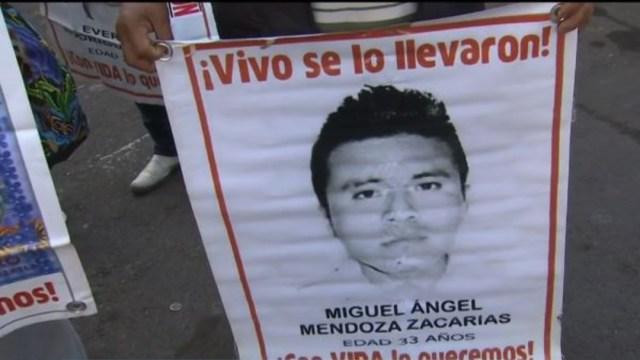 FOTO: Padres de los 43 de Ayotzinapa conviven con damnificados del sismo del 2017, el 25 de diciembre de 2019