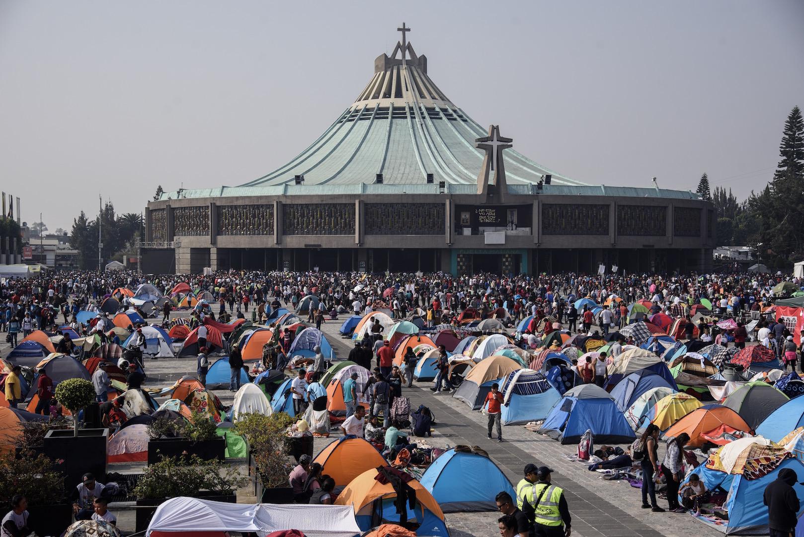 Peregrinos dejaron más de 700 toneladas de basura en su camino a la Basílica de Guadalupe